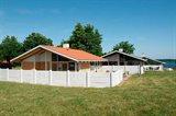 Stuga i ett semestercenter 63-0529 Löjt