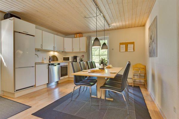Sommerhus i ferieby, 64-3832