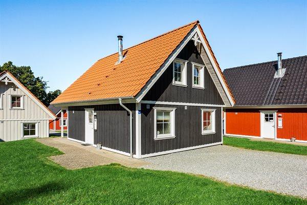 Sommerhus i ferieby, 64-3847