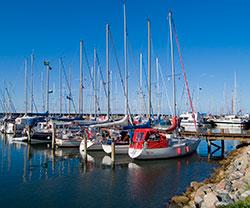 Segelschiffe im Hafen Østerbys auf Läsö