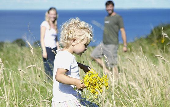 Familien mit Kindern genießen die Geborgenheit, die mit dem Mieten eines privaten Ferienhauses oder einer Ferienwohnung verbunden ist.