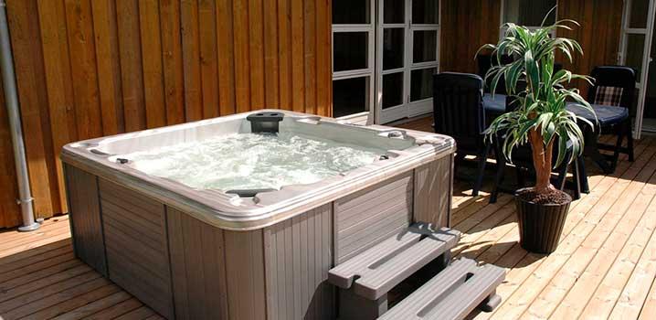 Opvarmet udendørs spa klar til brug