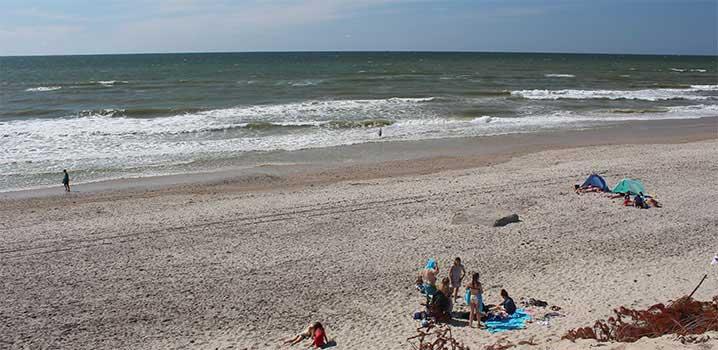 Strand mit Badeurlauber