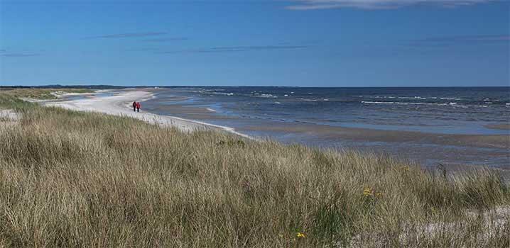 Strand mit Urlauber