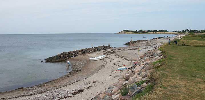 Boote am Strand von Langö