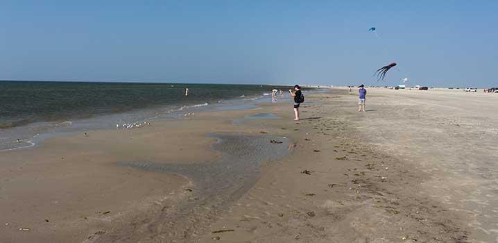 Nyd Fanøs brede strand, når I holder ferie på øen i Vesterhavet