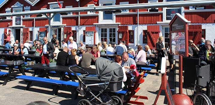 Tolle Ferienstimmung an den vier alten Speicherhäusern im Hafen von Skagen