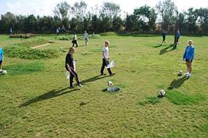 Fodboldgolfbane med spillere