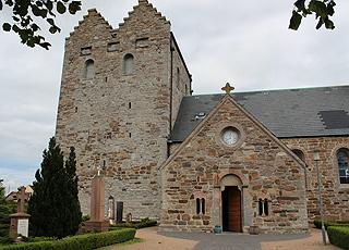 Den smukke, gamle Aa Kirke i Åkirkeby