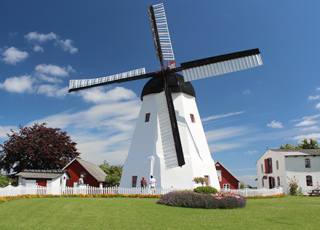Årsdale Mølle er en smuk og velholdt hollandsk mølle fra 1877