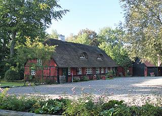 Das Restaurant Jægerhuset in Als Odde ist in einem idyllischen Fachwerkhaus mit Reetdach eingerichtet