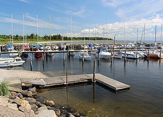 Der gemütliche Jachthafen im Urlaubsgebiet Amtoft