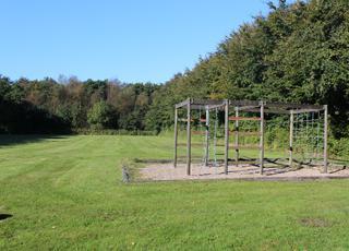 Skønne, grønne fællesområder til boldspil og leg i Arrild Ferieby