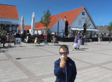 The cosy square in Blokhus with shops, ice cream stalls and restaurants