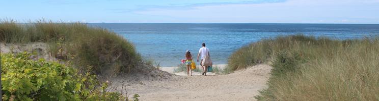 Sti til stranden i sommerhusområdet Boderne på Bornholms sydkyst