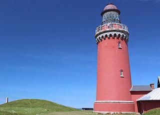 Det karakteristiske røde fyrtårn i Bovbjerg