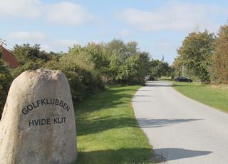 Golfklubben Hvide Klit ligger tæt ved sommerhusene i Bunken