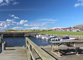 Sommerhuse ved den hyggelige havn i ferieområdet Dageløkke