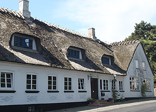 Idyllic and thatched inn in Dunkær on Ærø