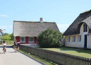 Sønderho er kendt for sine smukke, fredede meget velbevarede skipperhuse med stråtag