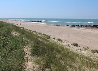 Udsigt over den brede Ferring Strand mod syd