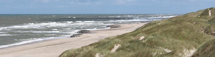Dejlig sandstrand med bunkere ved Fjand