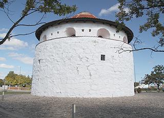 Krudttårnet (der Pulverturm) liegt am Hafen von Frederikshavn und ist das Wahrzeichen der Stadt
