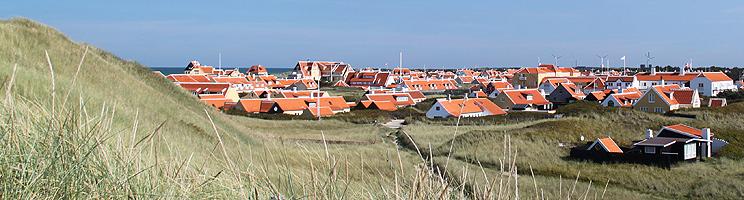 De karakteristiske, røde hustage i den charmerende bydel Gammel Skagen