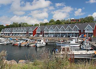 Havnehusene har udsigt til den charmerende bådehavn og havnebadet i Hasle