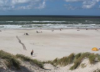 En sommerdag på den dejlige badestrand i Henne Strand