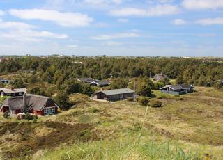 Hyggelige sommerhuse i skøn, kuperet natur i Henne Strand