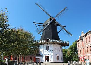 Højer Mølle er en hollandske vindmølle fra 1857, som indeholder udstillinger om mølleri og marsken