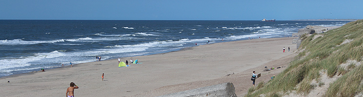 En sommerdag på stranden i Houvig