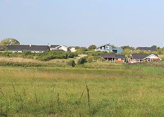 Sommerhuse bag kysten i Humble på Langeland