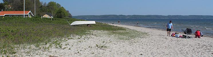 Dejlig sandstrand ud for sommerhusene i Hvidbjerg