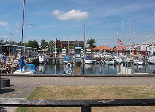 Den hyggelige lystbådehavn midt i Juelsminde