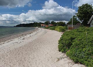 Sommerhusene i Kelstrup ligger lige bag sandstranden