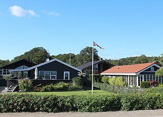 Sommerhuse langs kystvejen i ferieområdet Kelstrup