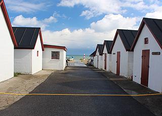 Fiskerhuse ved stranden i Klitmøller