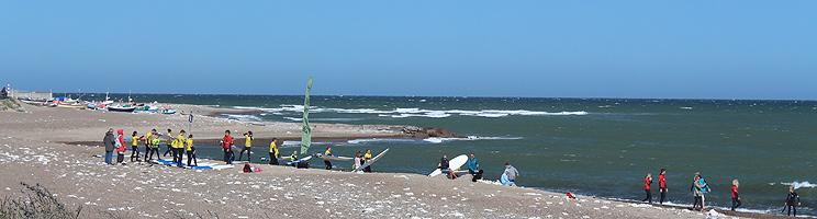 Surfere på stranden i Klitmøller