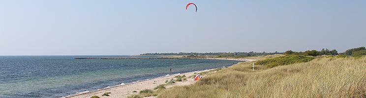 Den lange sandstrand i Kramnitse indbyder til afslapning og strandaktiviteter