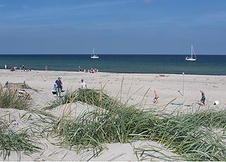 Østerby bietet einen schönen Sandstrand mit kleinen Dünen und schönem Badewasser