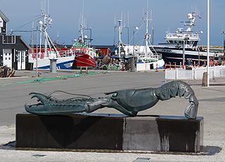 Skulptur eines Kaiserhummers, die Spezialität der Insel Læsø, auf dem Markt in Østerby