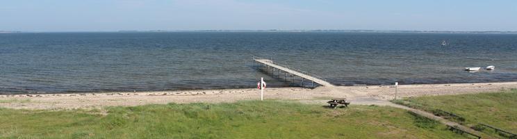 Aussicht über den Strand und den Badesteg im Ferienhausgebiet Lihme