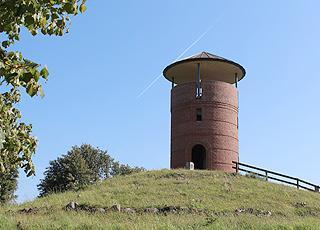 Aussichtsturm auf dem Hügel Munkebo Bakke