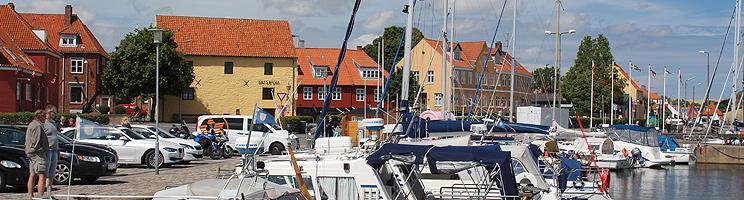 Liv og stemning ved lystbådehavnen i Nexø