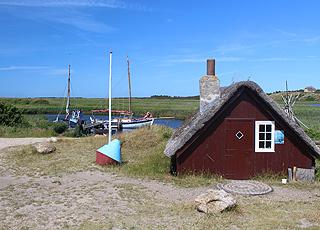 Den lille, hyggelige havn ved Nymindegab ligger i bunden af Ringkøbing Fjord