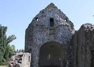 Fredet kirkeruin af en middelalderkirke i Østermarie