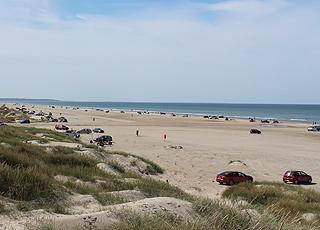Sommerdag på stranden i Rødhus