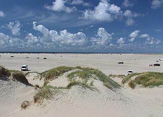 Udsigt over Lakolk Strand fra de høje klitter ved sommerhusområdet